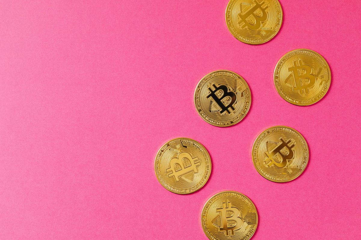 Обзор RevalCoin. Биржа для обмена крипты с криптошельком и криптобанкингом